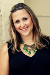 Amy Daws Author Pic-low res